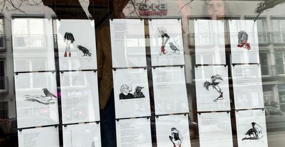 Rabengedichte von Gregor Netzer und Elke Jordan im Schaufenster vom Coworking